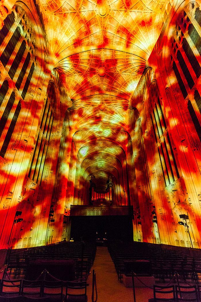 proiezioni-digitali-chiesa-cambridge-miguel-chevalier-7