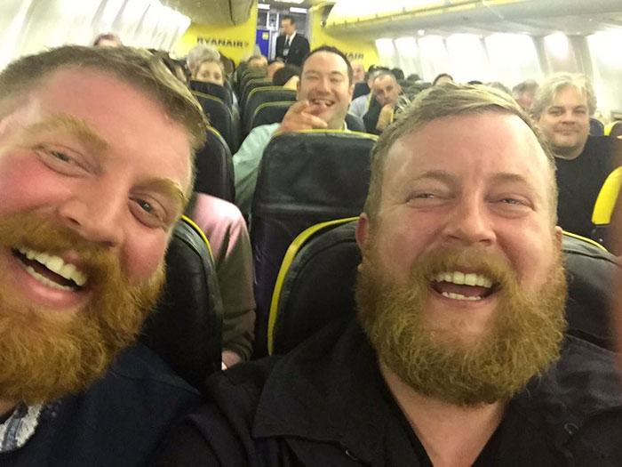 sconosciuti-con-barba-identici-aereo-sosia-4