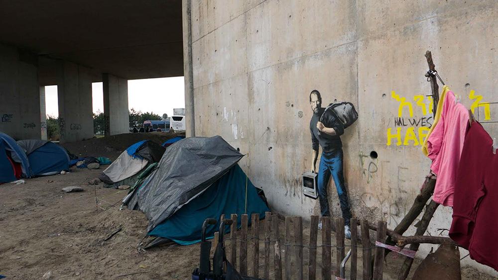 banksy-street-art-profughi-siriani-steve-jobs-1