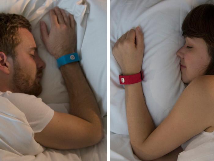 braccialetto-ascoltare-battito-cardiaco-pillow-talk-11