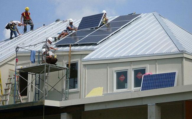 brad-pitt-costruisce-case-senzatetto-new-orleans-uragano-katrina-03