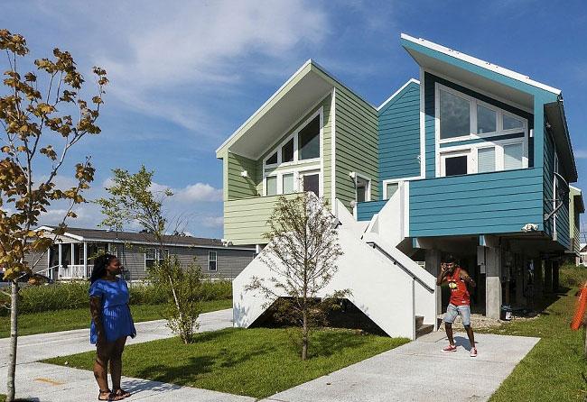 brad-pitt-costruisce-case-senzatetto-new-orleans-uragano-katrina-05