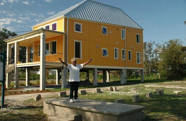 brad-pitt-costruisce-case-senzatetto-new-orleans-uragano-katrina-13