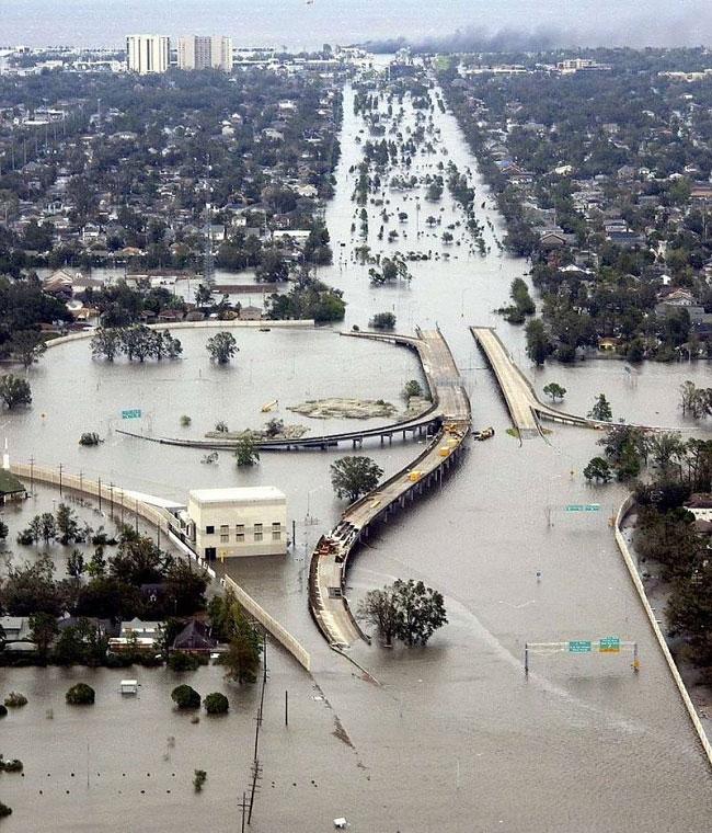 brad-pitt-costruisce-case-senzatetto-new-orleans-uragano-katrina-15