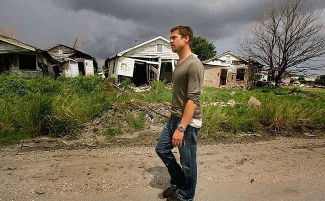 brad-pitt-costruisce-case-senzatetto-new-orleans-uragano-katrina-16