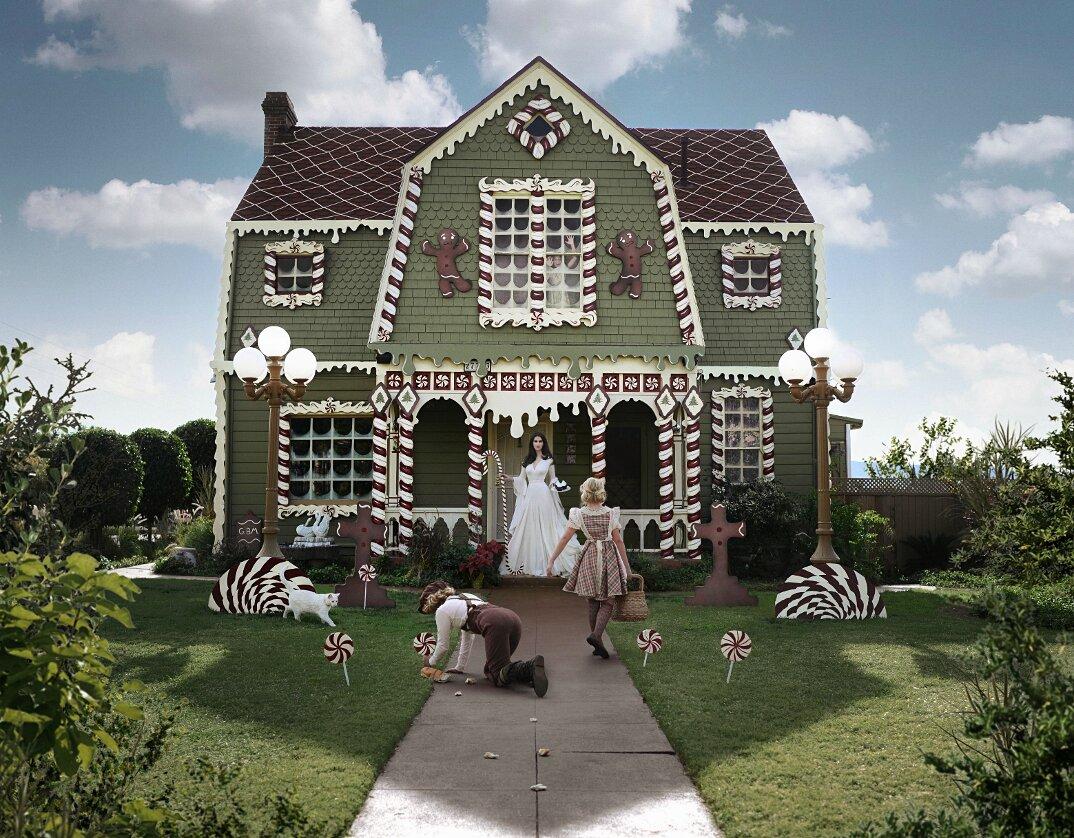 casa-trasformata-strega-hansel-gretel-christine-mcconnell-4