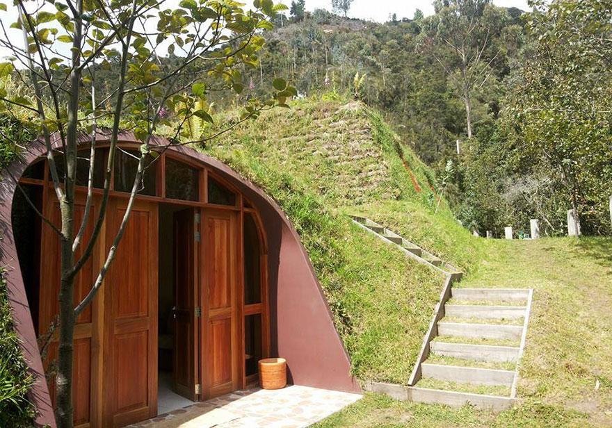 case-eco-sostenibili-buchi-hobbit-green-magic-homes-2