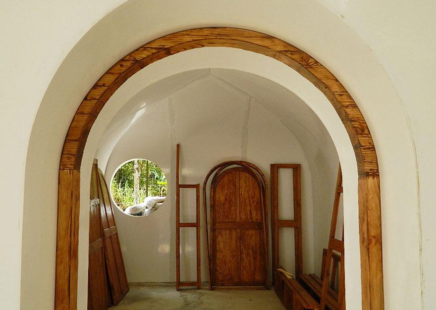 case-eco-sostenibili-buchi-hobbit-green-magic-homes-4