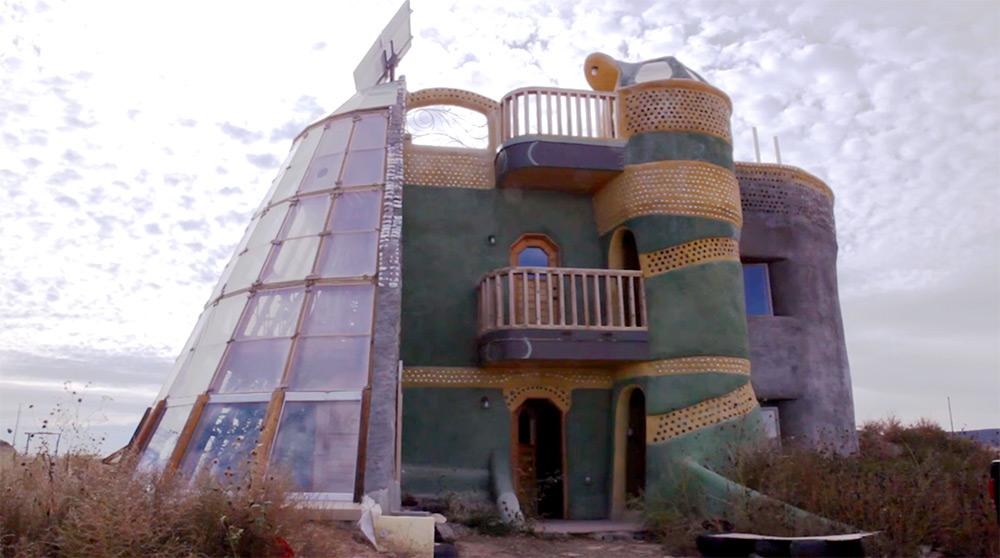 case-ecosostenibili-costruite-con-rifiuti-earthships-7
