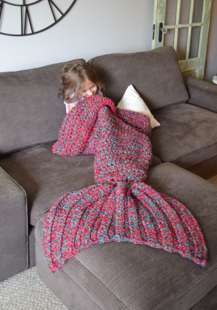 coperta-coda-sirena-maglia-a-mano-cassjamesdesigns-1