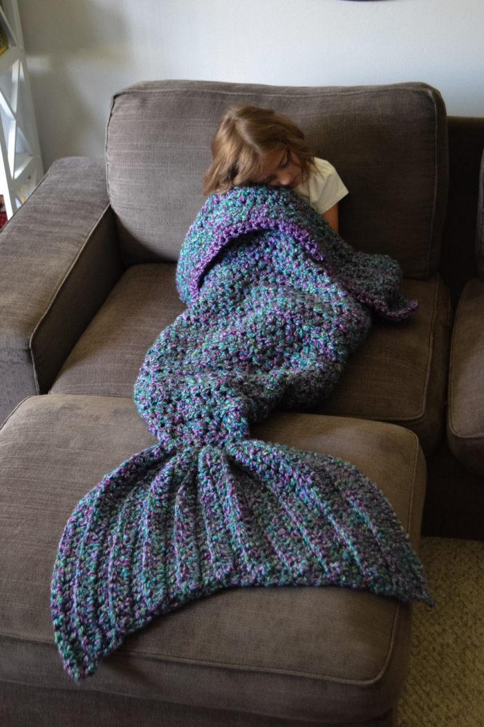 coperta-coda-sirena-maglia-a-mano-cassjamesdesigns-5