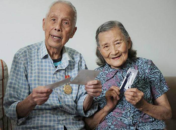 coppia-anziani-ricrea-foto-matrimonio-07