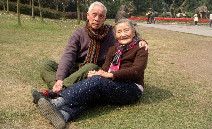 coppia-anziani-ricrea-foto-matrimonio-08