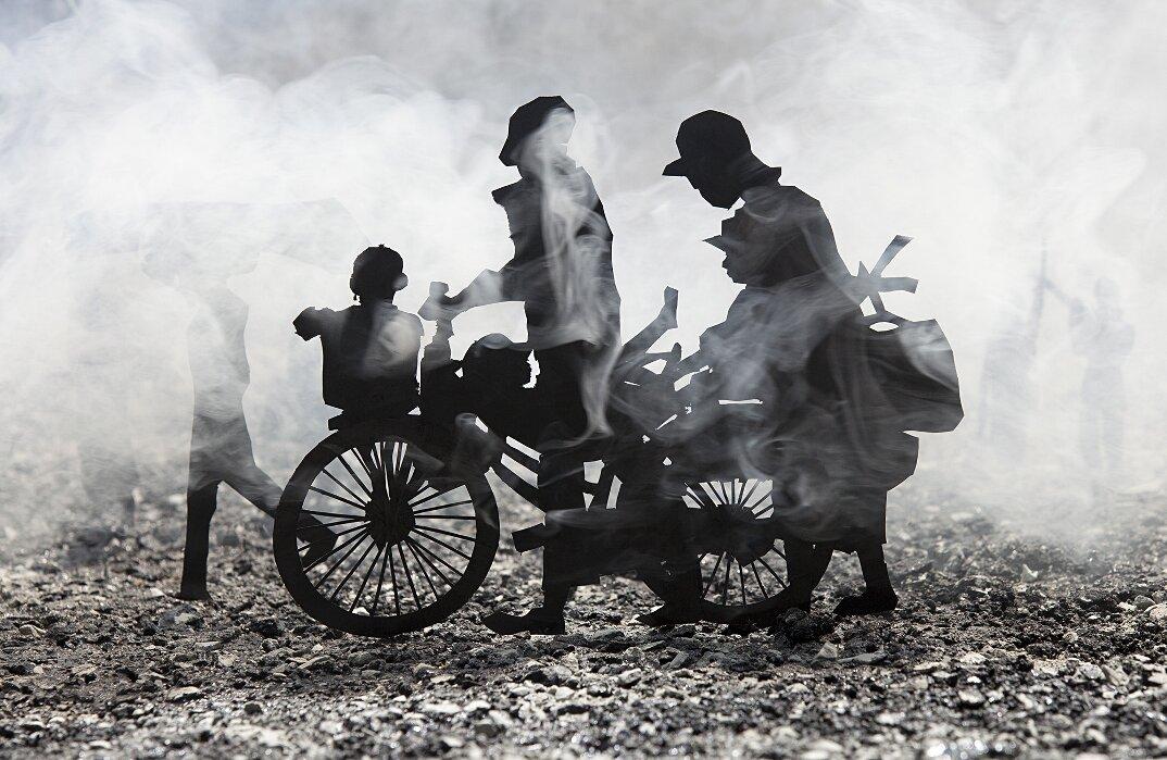 fotografia-miniature-carta-fumo-cambogia-guerra-remissa-mak-01