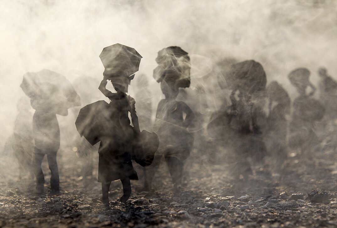 fotografia-miniature-carta-fumo-cambogia-guerra-remissa-mak-03