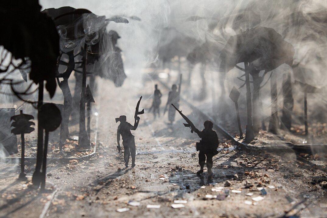 fotografia-miniature-carta-fumo-cambogia-guerra-remissa-mak-07
