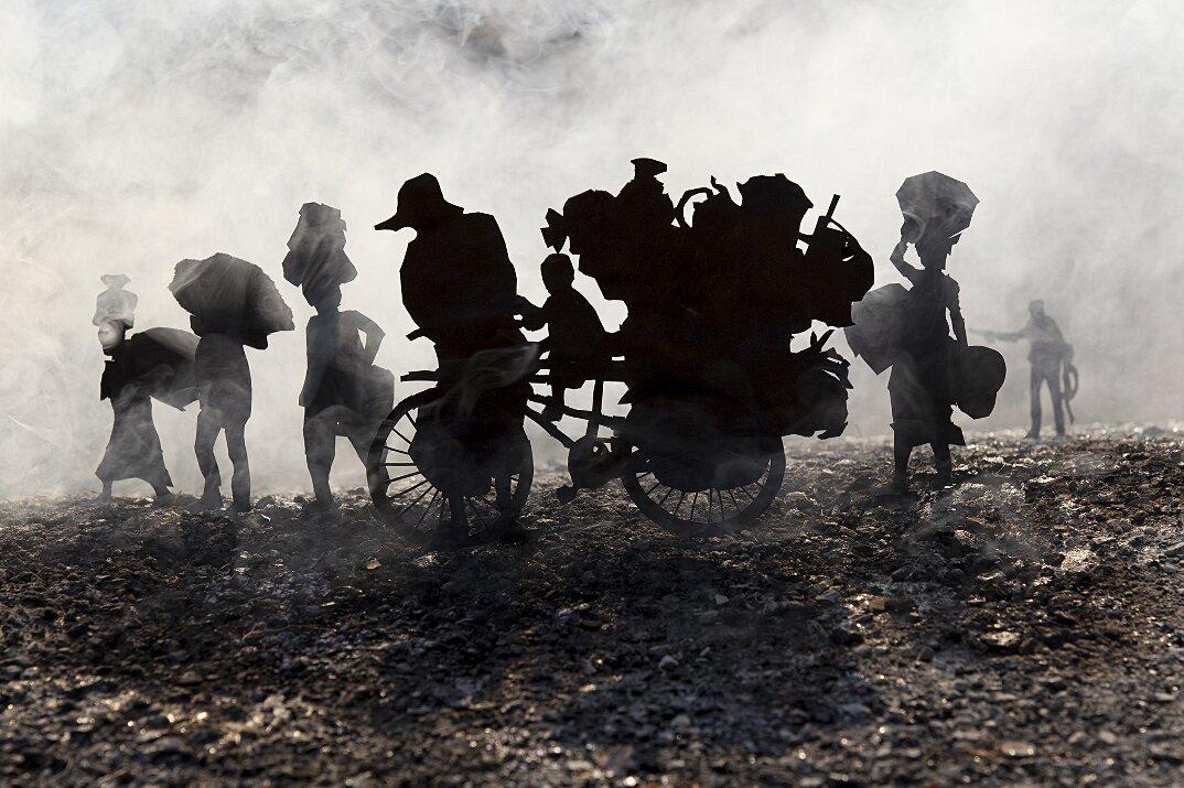 fotografia-miniature-carta-fumo-cambogia-guerra-remissa-mak-10