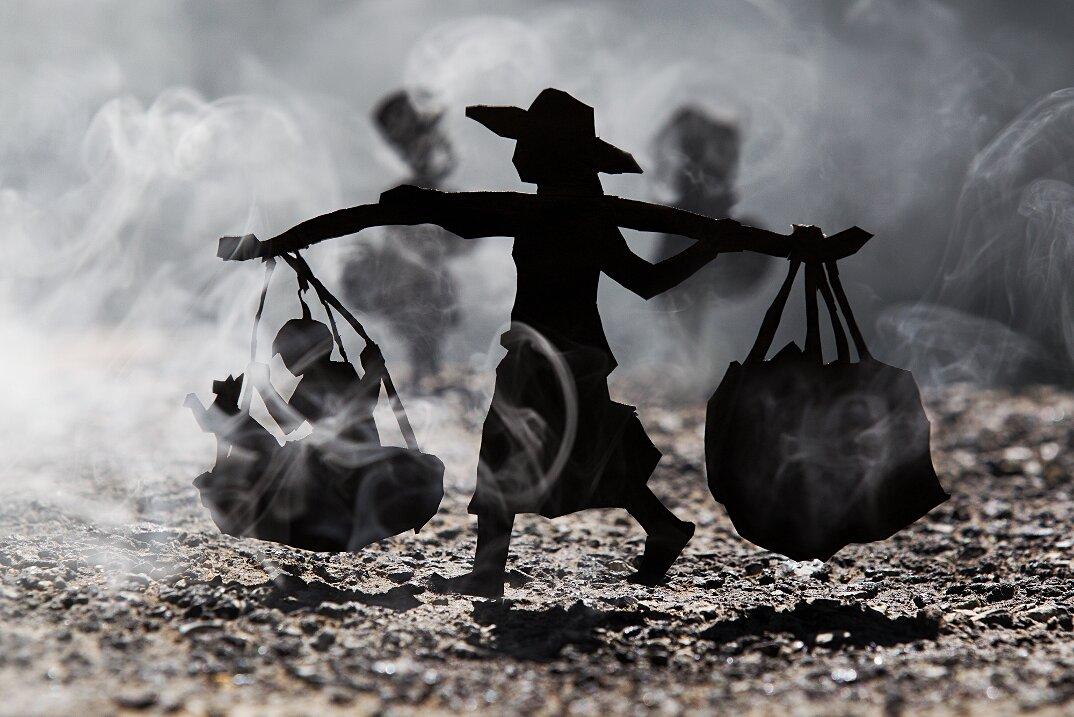 fotografia-miniature-carta-fumo-cambogia-guerra-remissa-mak-12
