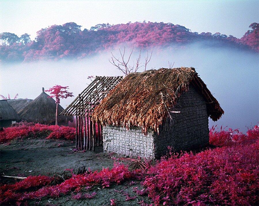 fotografia-paesaggi-rosa-congo-infrarossi-infra-richard-mosse-04