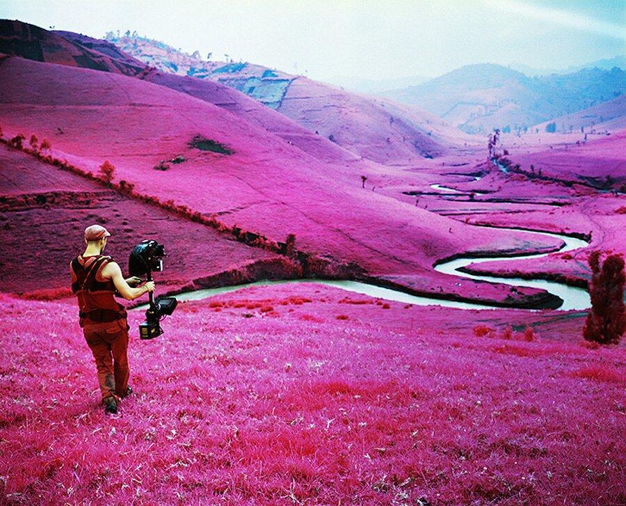 fotografia-paesaggi-rosa-congo-infrarossi-infra-richard-mosse-06