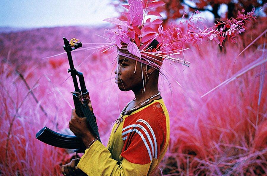 fotografia-paesaggi-rosa-congo-infrarossi-infra-richard-mosse-08