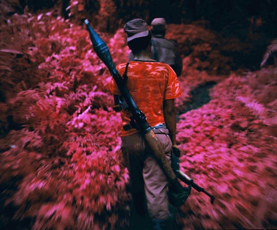 fotografia-paesaggi-rosa-congo-infrarossi-infra-richard-mosse-10