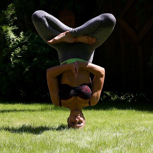 mamma-pose-yoga-nuda-marina-vovchenko-04