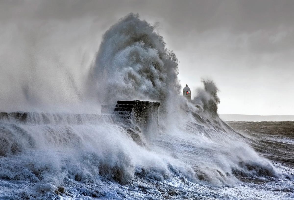onde-mare-faro-fotografia-steve-garrington-1
