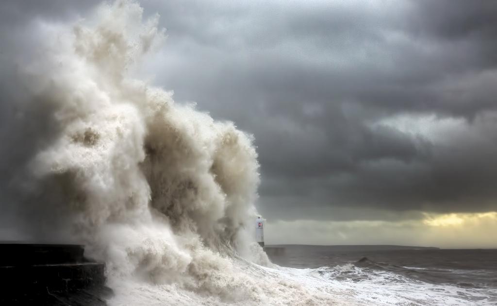 onde-mare-faro-fotografia-steve-garrington-2