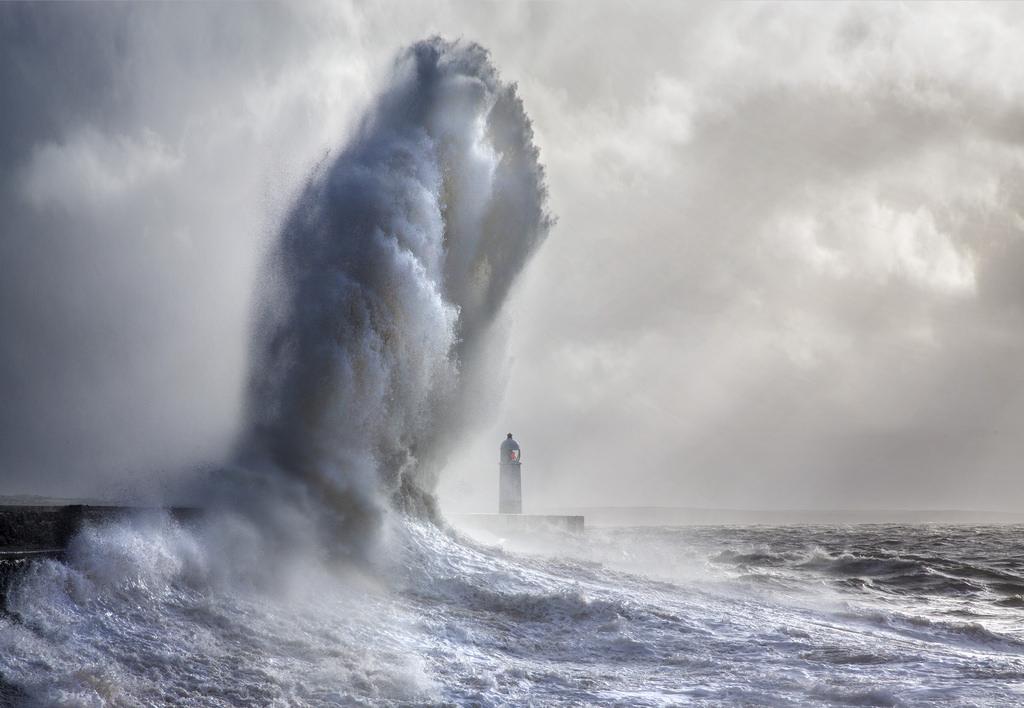 onde-mare-faro-fotografia-steve-garrington-3