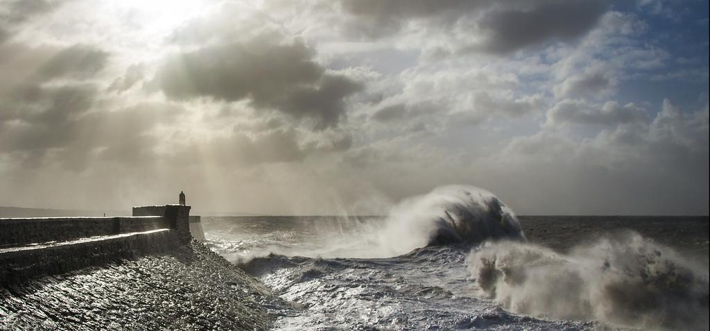 onde-mare-faro-fotografia-steve-garrington-4
