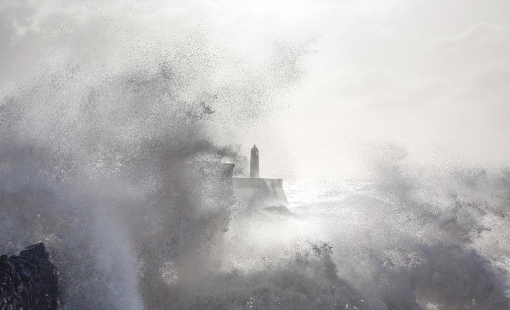 onde-mare-faro-fotografia-steve-garrington-5