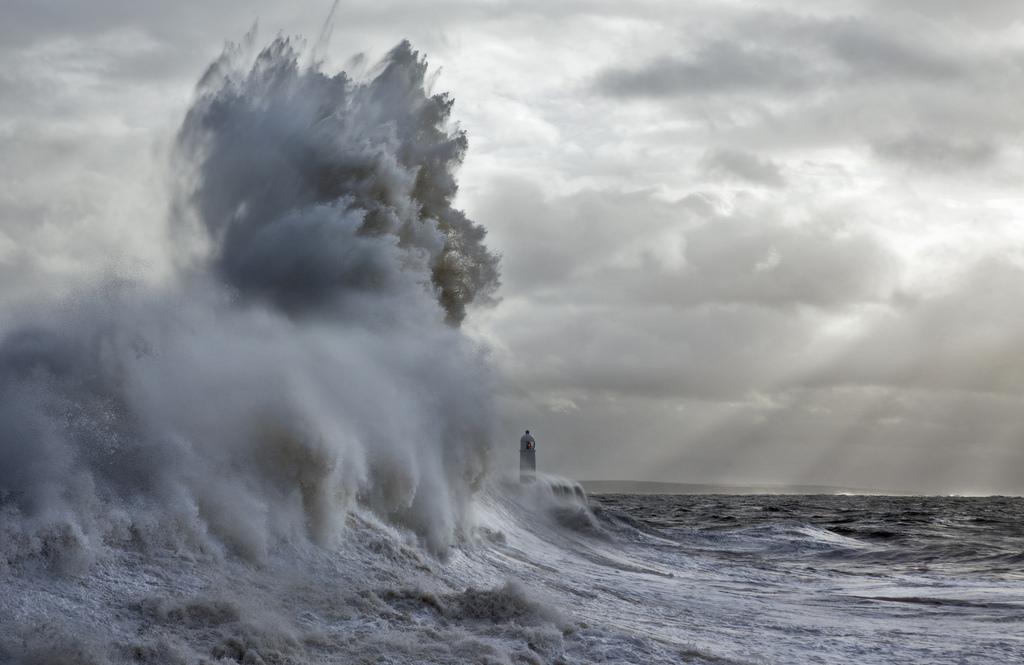 onde-mare-faro-fotografia-steve-garrington-8