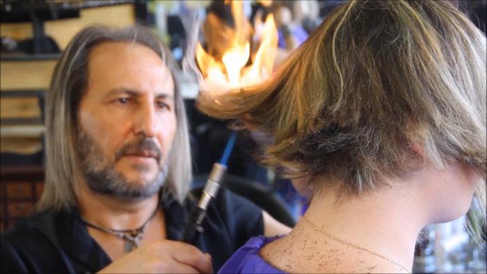 parrucchiere-taglia-capelli-spade-fuoco-alberto-olmedo-1