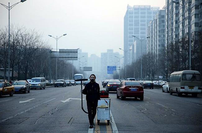raccoglie-smog-pechino-aspirapolvere-mattone-wang-renzheng-1