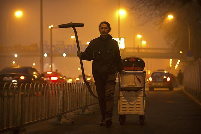 raccoglie-smog-pechino-aspirapolvere-mattone-wang-renzheng-2