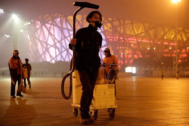 raccoglie-smog-pechino-aspirapolvere-mattone-wang-renzheng-4