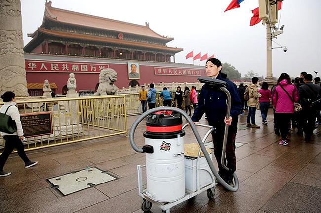 raccoglie-smog-pechino-aspirapolvere-mattone-wang-renzheng-5
