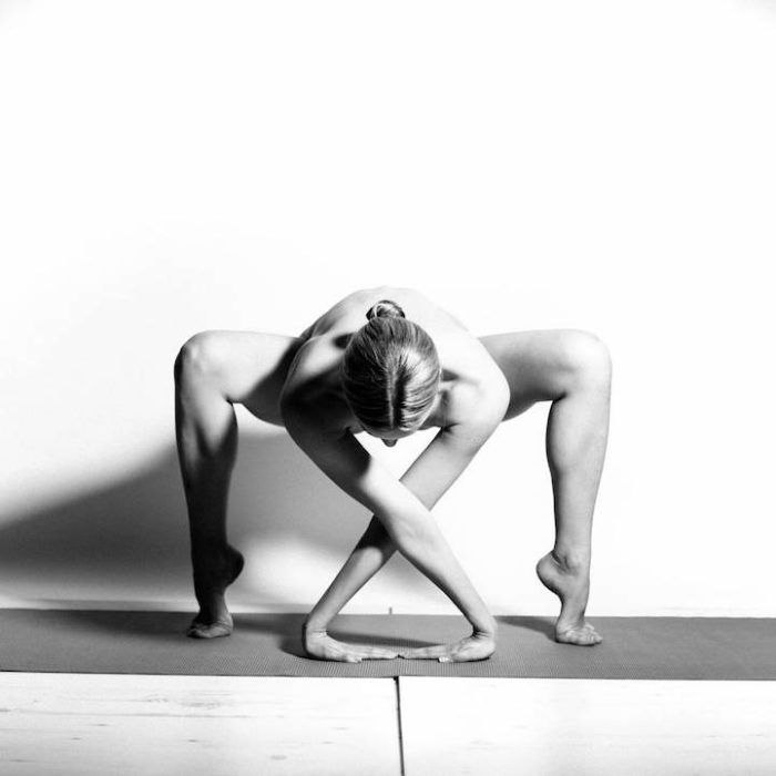 ragazza-pose-yoga-nude-yoga-girl-05
