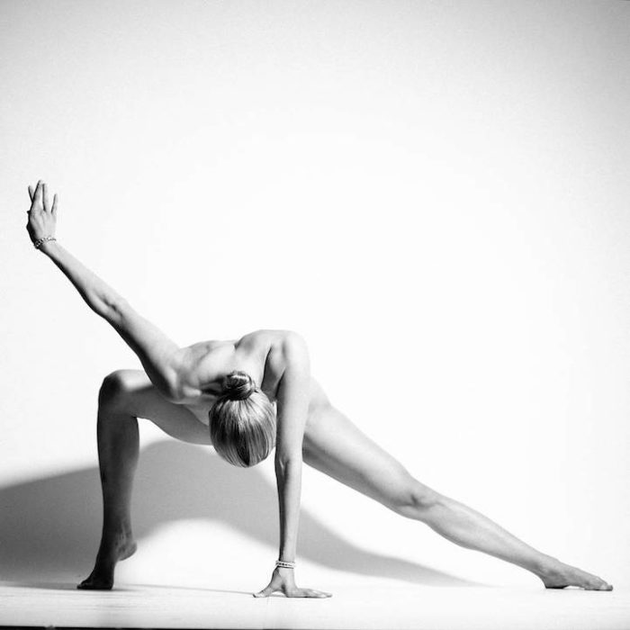 ragazza-pose-yoga-nude-yoga-girl-08