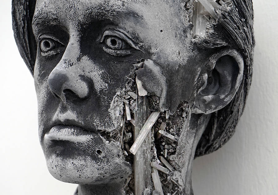 scultura-donna-cenere-vulcanica-selenite-daniel-arsham-03