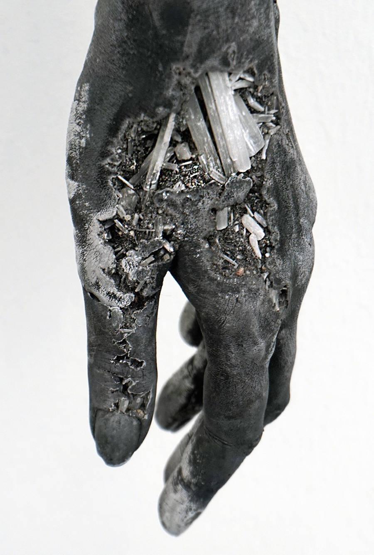 scultura-donna-cenere-vulcanica-selenite-daniel-arsham-10