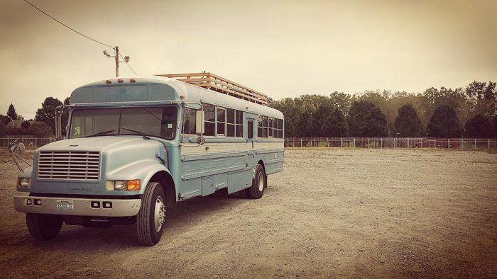 scuola-bus-convertito-casa-mobile-patrick-schmidt-03