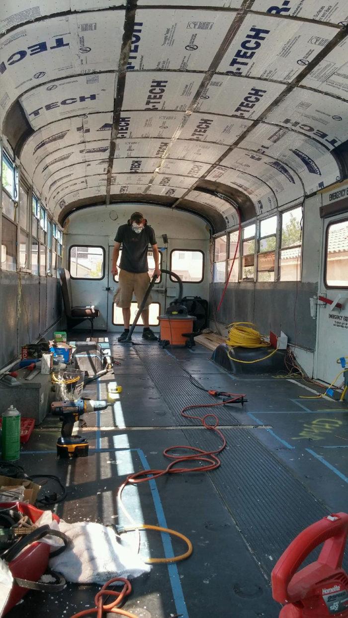 scuola-bus-convertito-casa-mobile-patrick-schmidt-07