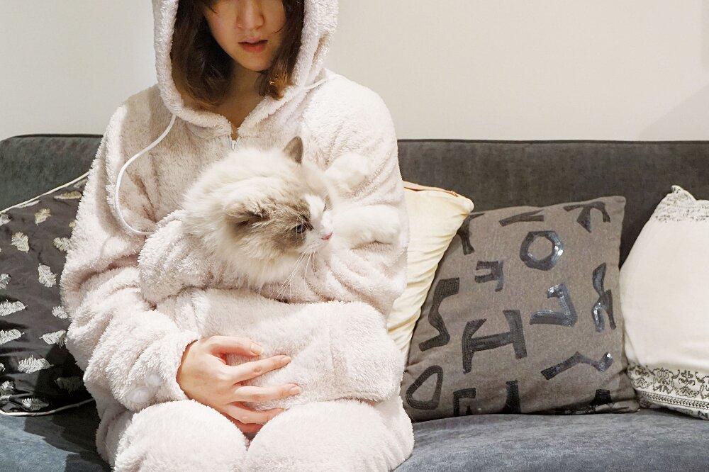 tuta-pigiama-marsupio-gatto-mewgaroo-jumpsuit-unihabitat-01