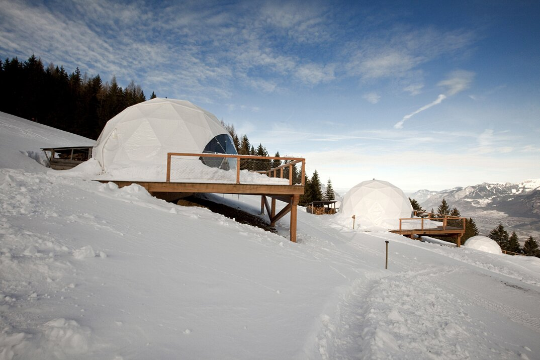 whitepod-hotel-lusso-alpi-svizzera-01