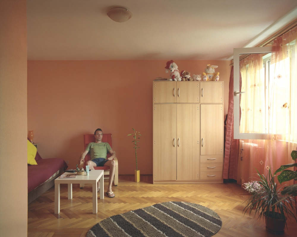10-appartamenti-identici-10-vite-diverse-fotografia-bogdan-girbovan-03