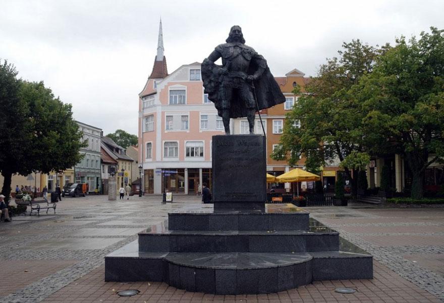 monumento-darth-vader-jakub-wejher-wejherowo-polonia-2