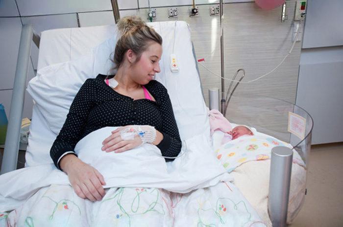 ospedale-maternita-culla-attaccata-letto-3