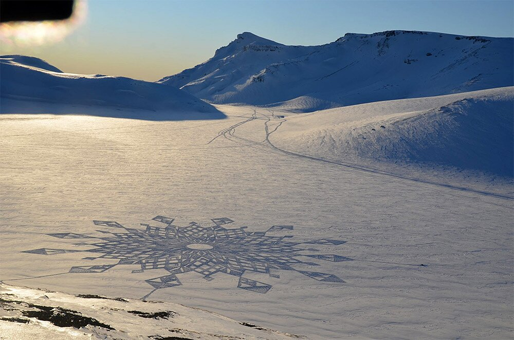snow-art-disegni-neve-sabbia-simon-beck-10